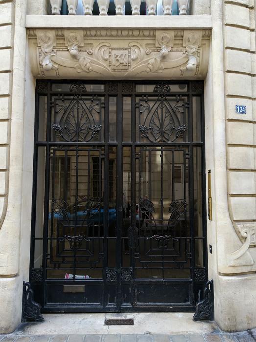 Porte d entree de l immeuble 134 rue de grenelle